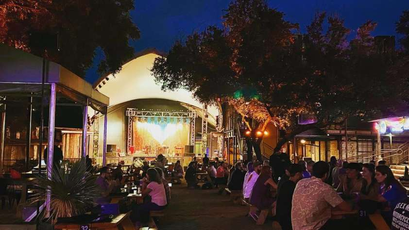 bars live music austin