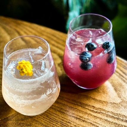 cocktail bars east austin