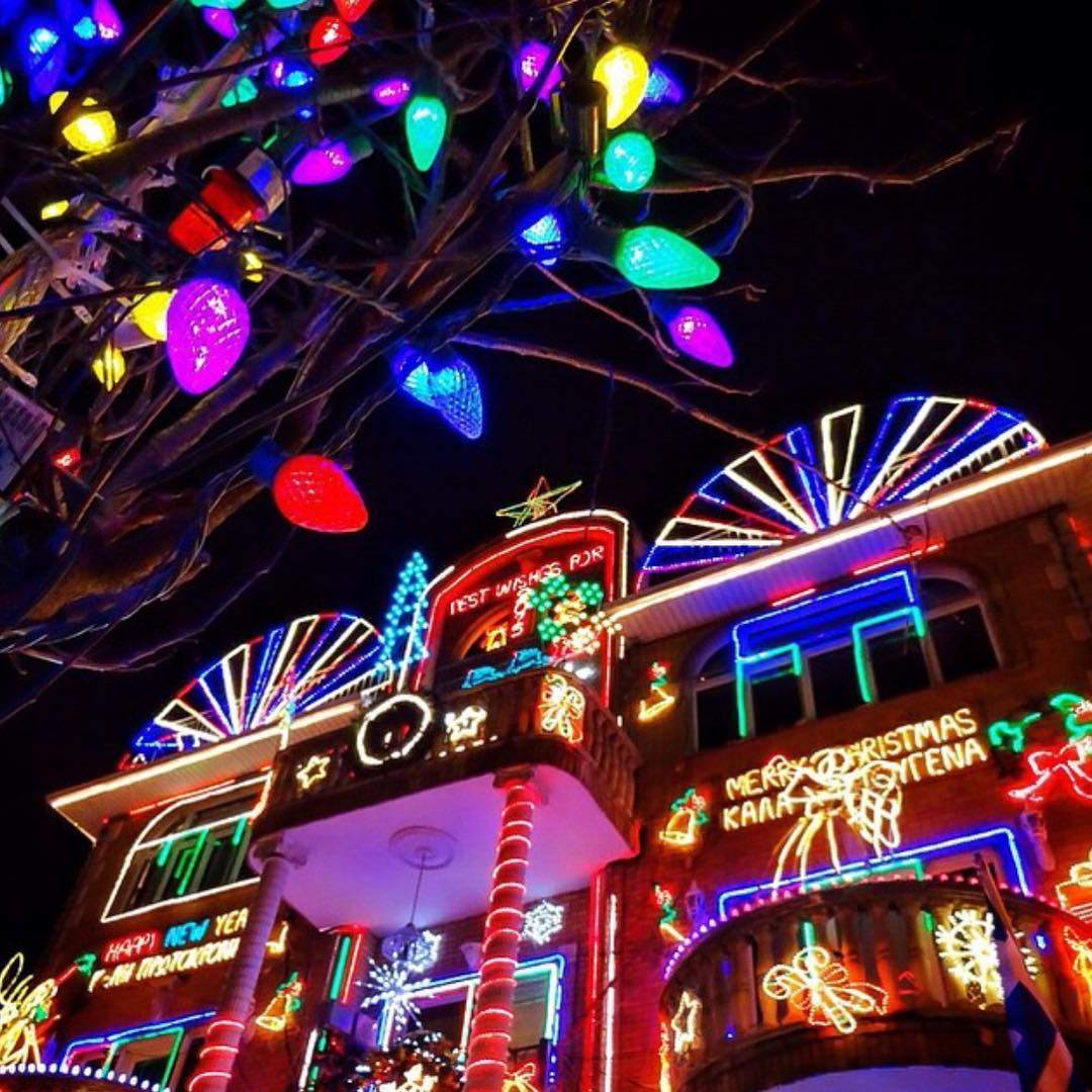 What to do in NYC December 2017 – Dyker Heights Light Tour