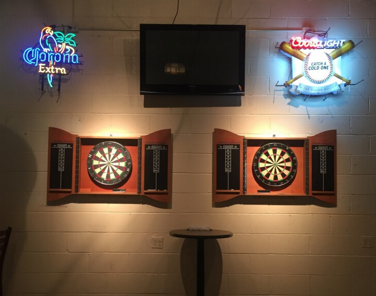 bars with darts chicago