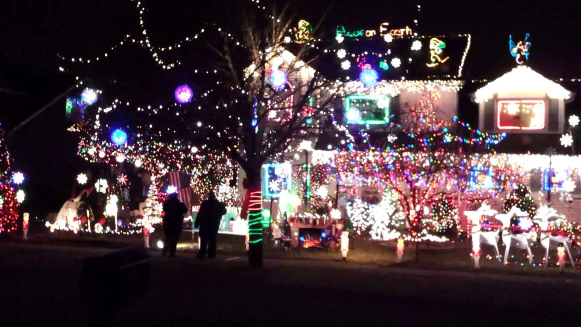 Where to find the best christmas decorations in chicago for Best light decoration