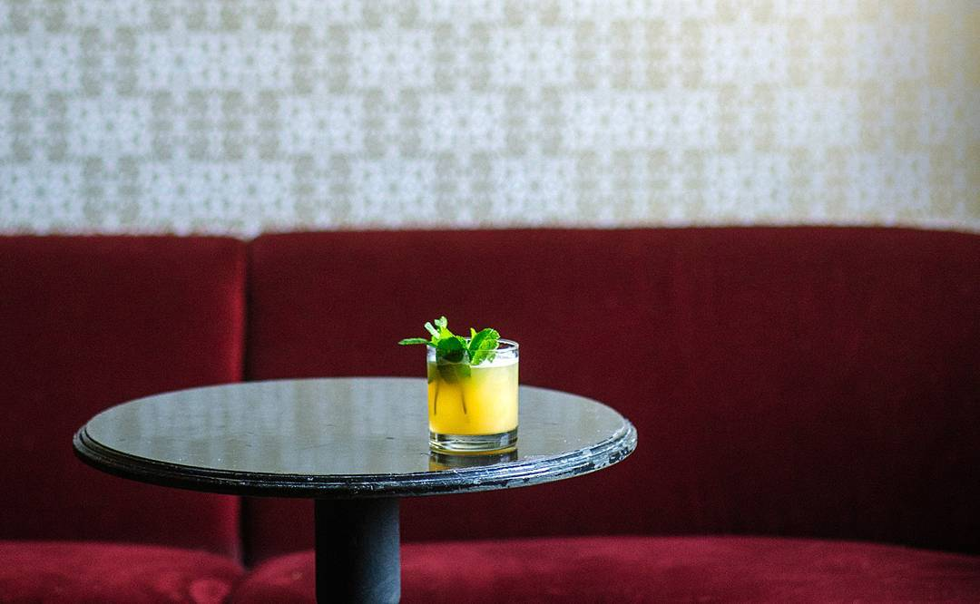 12 Late Happy Hours in Chicago for Commuters & Workaholics