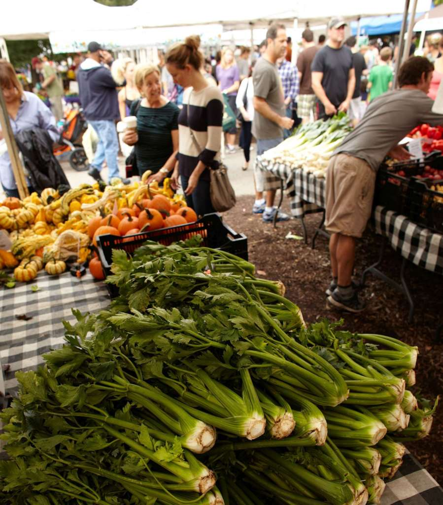 Late spring brings Green City Markets back to Chicago. (Chis Cassidy photography)