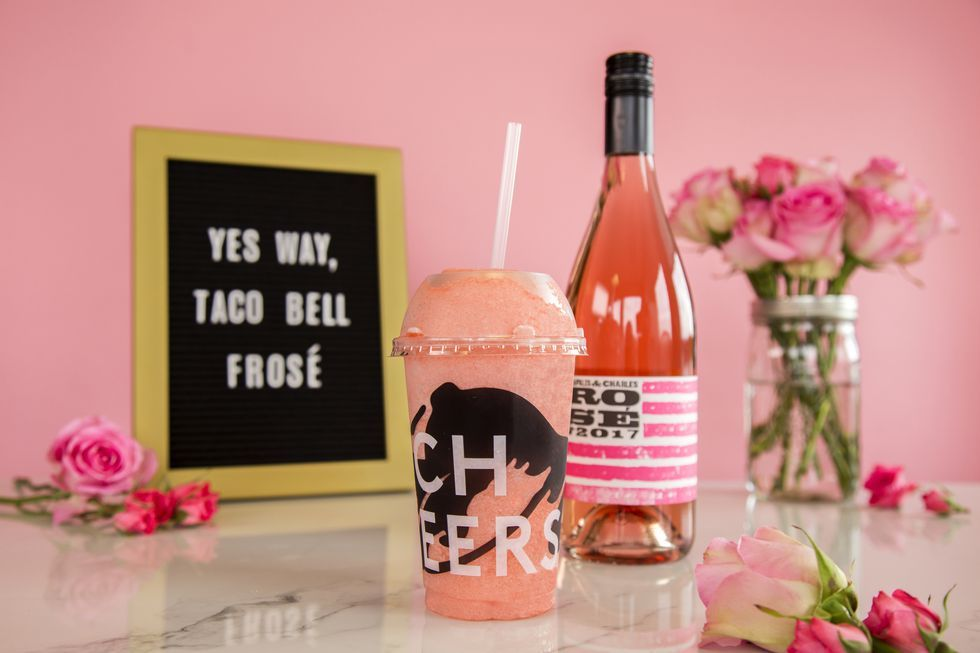 taco-bell-berry-frose-twisted-freeze-1528292627-1